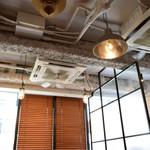 cafe 104.5 - 店内