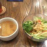 Burger Bar&Cafe ZORO - カップスープとサラダ