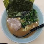 横浜家系ラーメン 田中 - ラーメン並(650円、真上から)