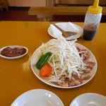 地鶏食堂 - 三種盛り定食 のお肉♡