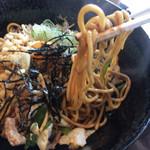元祖 鉄そば 緑家 - 麺は中太麺です