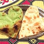 Aladdin Restaurant Indian&Pakistan - ハートのナン「ほうれん草とプレーン」