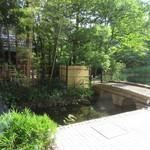中国料理 皇家龍鳳 - 庭園。日曜日は閉鎖。平日は散策可能