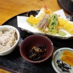 70183133 - ★地野菜の天ぷら・小鉢・ご飯・お漬物(まる御膳)