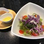70184172 - 野菜サラダハーフ ごま香るうま塩