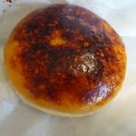 ジャックインザドーナッツ - 料理写真:絶品クリームブリュレ トップの黒い所は砂糖が焦げた感じ