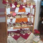 パイの樹 - 当店名物!!「ふっくらリーフパイ」他、クッキーそれぞれ・・・