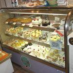 パイの樹 - ミルフィーユ10種類以上、ケーキも約10種類ほどご用意しています