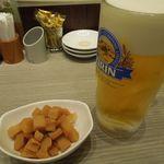横濱崎陽軒シウマイBAR - 筍煮と生ビール