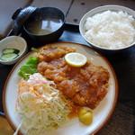 五百川食堂 - 料理写真:チキンかつ定食(¥930税込み)
