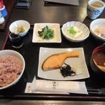 とんかつ浜勝  - 料理写真:鮭の塩焼き朝食は700円でした。