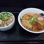 麺王者 井岡亭 - 井岡亭ランチ!らー麺+焼豚ネギ飯