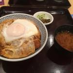 70200575 - 黒豚スペシャルカツ丼(2500円) 黒豚最上ロース100gと半熟玉子のせ