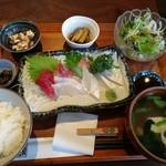 家庭食堂 おおきなかぶ - 刺身定食1200円