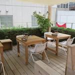 ハイライフ ポーク テーブル - お洒落なテラス席3