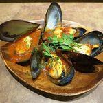 グラシア - ◆ソースで食べるムール貝 ピリ辛トマトソース 490円