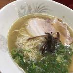 ラーメン大将 - トッピングは、チャーシュー、キクラゲ、ネギ。麺は細麺で自家製です!