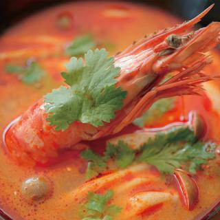 味の決め手はタイから輸入