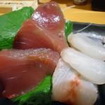 ふれあい酒場ほていちゃん - 「真鯛と鰹の二点盛り」300円也、税込。