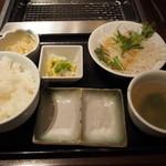 牛兵衛 草庵 阪急西宮ガーデンズ店 - ライス・スープ・サラダ・小鉢・漬物