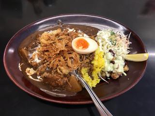 カレーは飲み物。 秋葉原店 - 黒カレー中盛り+味玉+豆サラダ+フライドオニオン