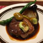 ABARIS - 養老豚の黒酢ソース  豚肉も…1時間ローストされた玉ねぎもトロトロで美味しかったです♪