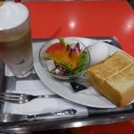 エスプレッサメンテ・イリー - ◆トーストセット(550円)・・トースト・サラダ・ゆで卵・ドリンクのセット。