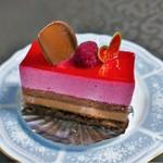 コンディトライ アキヤマ - 料理写真:木苺とチョコのムース(378円)