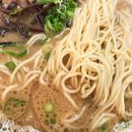 ラーメンSHOP 祭尾商店 - 濃厚なド豚骨なスープに中細ストレート。