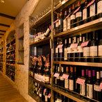 スペインバル ElceroUno - ワインセラー、100種類以上のスペインワインをご用意!