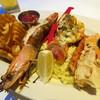 Sea Grill Restaurant - 料理写真:写真だとサイズが分かりにくいけど、実物はめちゃめちゃ巨大なエビ