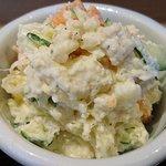 うま味処 つるき屋 - うまみ処 つるき屋 @本蓮沼 定食に付く本日の小鉢は山盛りの自家製ポテトサラダ