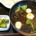 うま味処 つるき屋 - うまみ処 つるき屋 @本蓮沼 定食に付くアオサ・丸麩・三つ葉の味噌汁と青かっぱ漬け