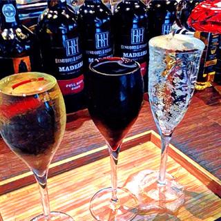 約15種類のグラスワインをご用意。スパークリングワインも!