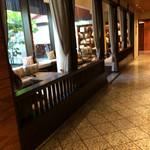 ジ・オリエンタルテラス - 喫茶?商談?のスペースでコーヒーとデザートを       頂きました。
