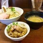 70225952 - [2017/07]濃厚牡蠣つけ麺・貝めしセット(1070円)