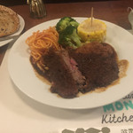 欧風料理 もん - ビフカツとパンセット2500 ソース美味しい。赤身肉