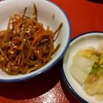 天神橋2丁目食堂 - きんぴらゴボウと白菜の浅漬け
