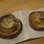 千ろ屋 - シイタケの炭火焼き アンチョビバター風味 580円