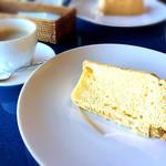 88tees CAFE - シフォンケーキとホットコーヒー