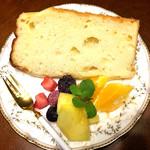 カフェ モーリス - 白桃のシフォンは家でいただきました