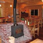 ログキッチン ヴァレ・ノワール - 薪ストーヴのある風景2