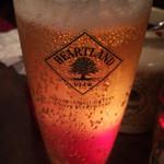 ビストロ・ポワソン・ルージュ - ビール(ロウソクの光を反射して綺麗です)