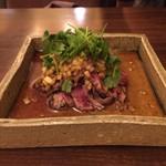 ドラゴン ショクドウ - 牛肉の中華風たたき