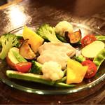 70243534 - ☆こだわり野菜とバーニャソース 900円