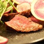 バール aBuku - 和牛もも肉の火入れも良いです。