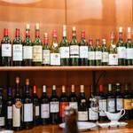 ステーキハウス バロン - 棚のワイン