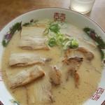 博多金龍 - 肉盛りラーメン