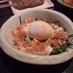 ケムリつう - 料理写真:鶏ユッケ
