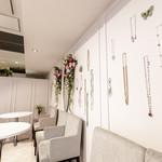 ARUCAMO cafe - アクセサリーがたくさん展示されています